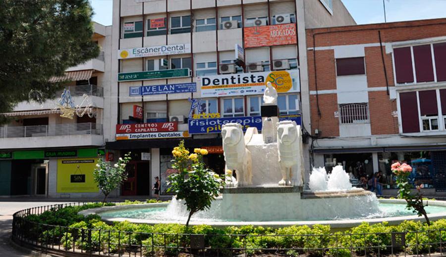 Los dentistas en frente de la Cibelina