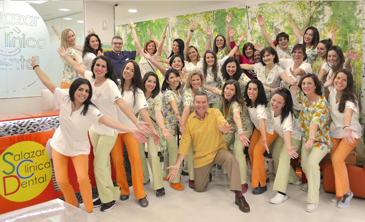 El equipo divertido de Salazar Clínica Dental