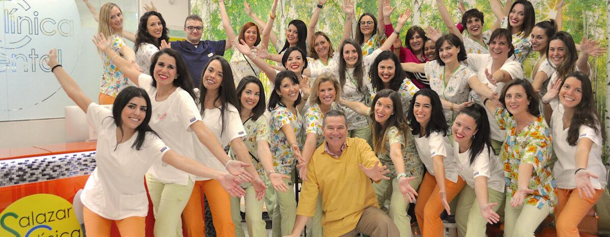 Los dentistas y los auxiliares de nuestra clínica dental